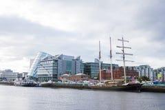 Nave di Jeanie Johnston Tralee al fiume di Liffey a Dublino fotografia stock