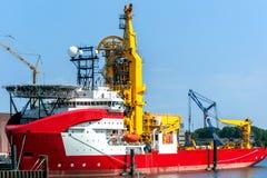 Nave di montaggio di tubi nel porto di Rotterdam Immagini Stock Libere da Diritti