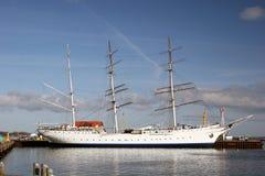 Nave di navigazione al porto di Stralsund fotografia stock