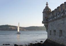 Nave di navigazione per la torre di Belem Fotografia Stock Libera da Diritti