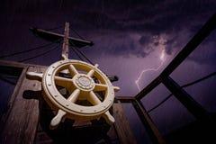 Nave di pirata durante la tempesta fotografia stock libera da diritti