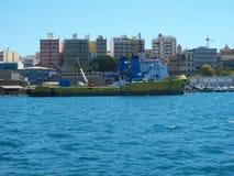 Nave di trasporto dell'immondizia Fotografie Stock Libere da Diritti