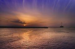 Nave distante al tramonto Fotografie Stock Libere da Diritti
