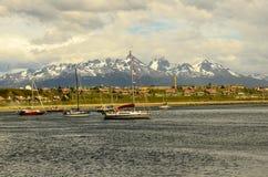 Nave e montagne di Ushuaia Fotografia Stock Libera da Diritti
