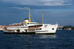 Nave en Bosphorus Fotos de archivo
