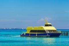 Nave en el mar del Caribe Foto de archivo