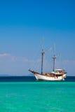 Nave en el océano imagen de archivo libre de regalías