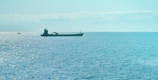 Nave en el océano Imágenes de archivo libres de regalías