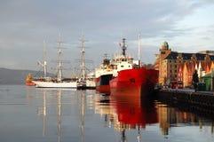 Nave en el puerto, Bergen Foto de archivo