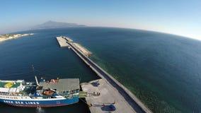 Nave en el puerto de Pythagorio en la isla 2 de Samos metrajes