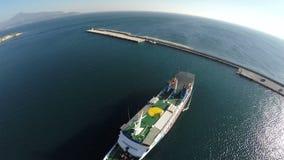 Nave en el puerto de Pythagorio en la isla 3 de Samos almacen de video