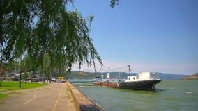 Nave en el río Danubio metrajes