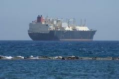 nave en la costa sur de Chipre foto de archivo