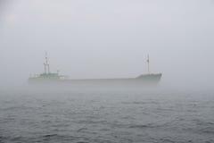 Nave en la niebla Foto de archivo libre de regalías