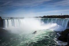 Nave en la niebla de la cascada de Niagara Falls imágenes de archivo libres de regalías