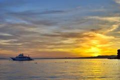 Nave en la puesta del sol Imágenes de archivo libres de regalías