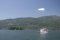 Nave en Lago Maggiore (Italia) Fotografía de archivo