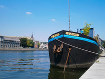 Nave en Quay en Liège, Bélgica Imagen de archivo
