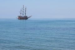 Nave en un mar Imagen de archivo libre de regalías