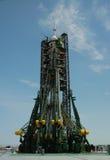 Nave espacial de Soyuz en la plataforma de lanzamiento Foto de archivo libre de regalías