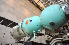 Nave espacial de Soyuz no ar nacional e no museu de espaço fotos de stock royalty free