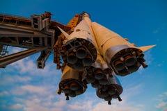 Nave espacial en un launchpad Imágenes de archivo libres de regalías