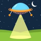 Nave espacial estrangeira dos desenhos animados com feixe luminoso Imagem de Stock