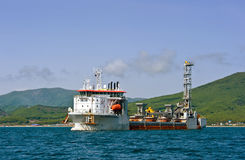Nave especial Willem de Vlaming en el ancla en la bahía de Najodka Bahía de Nakhodka Mar del este (de Japón) 01 06 2012 Fotos de archivo libres de regalías