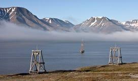 Nave histórica en el fiordo de Svalbard Fotos de archivo libres de regalías