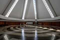 Nave i spirala przy świątynią dobra wola wnętrze - Brasilia, Distrito Federacyjny, Brazylia - Templo da boa Vontade - obraz stock