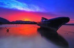 Nave ligera de la puesta del sol Foto de archivo libre de regalías