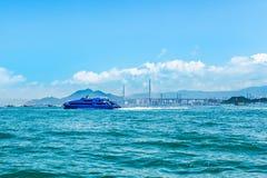 Nave nautica di acqua del passeggero ad alta velocità del getto che si muove velocemente da Hong Kong verso il centro di gioco as Immagine Stock
