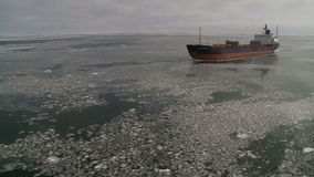 Nave oceanografica in mare di Kara ghiacciato video d archivio