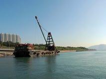 Nave parqueada en el canal de Tathong Fotos de archivo libres de regalías