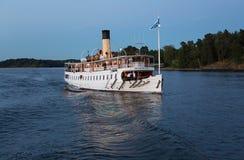 Nave passeggeri nell'arcipelago di Stoccolma immagine stock