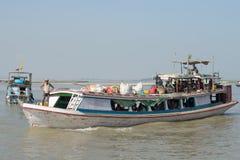 Nave passeggeri sul primo piano del fiume di Irrawaddy myanmar Immagine Stock