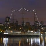 Nave por noche en Buenos Aires imagen de archivo libre de regalías