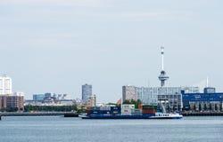Nave porta-container che entra nel porto di Rotterdam Immagine Stock Libera da Diritti
