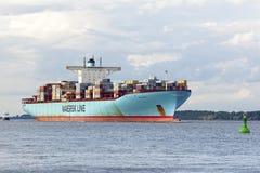 Nave porta-container EDITH MAERSK sul fiume Elba Immagine Stock