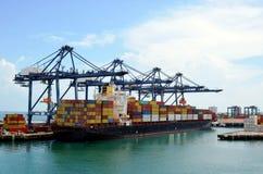 Nave porta-container nel porto di Cristobal, Panama immagini stock