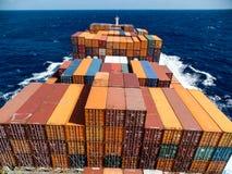 Nave portacontainer che attraversa l'Oceano Atlantico fotografie stock