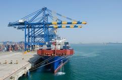 Nave portacontainer in porto Immagini Stock