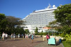 Nave in porto in Roatan, Honduras immagine stock libera da diritti