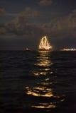 Nave que brilla intensamente en el mar Imagen de archivo libre de regalías