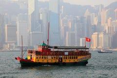 Nave que cruza del puerto en Hong Kong Imagen de archivo libre de regalías