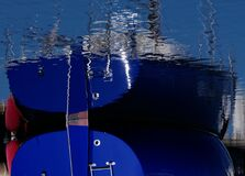 Nave que refleja en agua Imagen de archivo libre de regalías