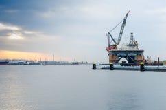 Nave semisommergibile della gru ancorata nel porto di Rotterdam, Paesi Bassi Immagini Stock