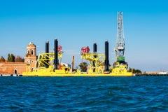Nave a sollevamento idraulico a Venezia, Italia Immagine Stock