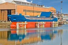 Nave sull'elevatore della barca Immagini Stock Libere da Diritti