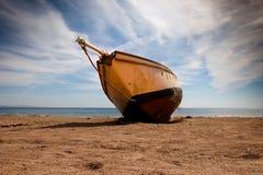 Nave sulla spiaggia Immagini Stock